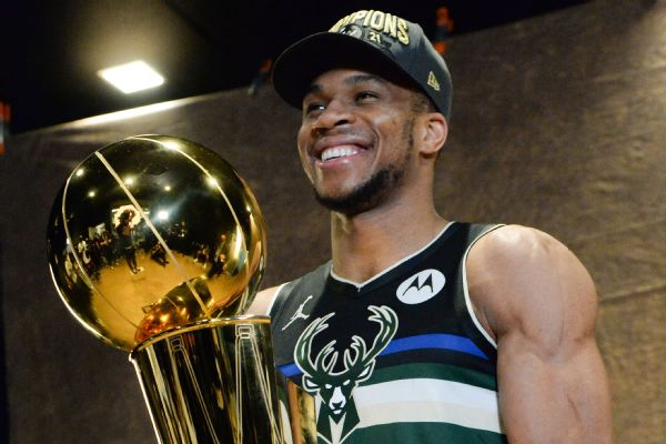 Giannis' mom, brother get Greek citizenship