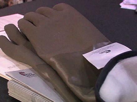Shot Show 2007: Day 3 - Decoy Gloves